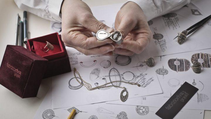 Como limpar e cuidar de jóias de bronze
