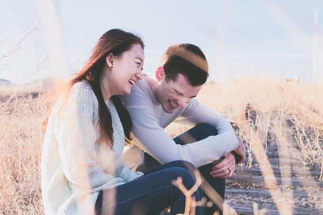 casal rindo