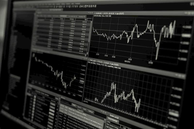 Dicas para investir no Brasil morando no exterior